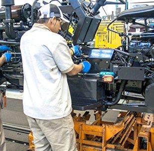 Faturamento e horas trabalhadas na indústria brasileira aumentam em novembro