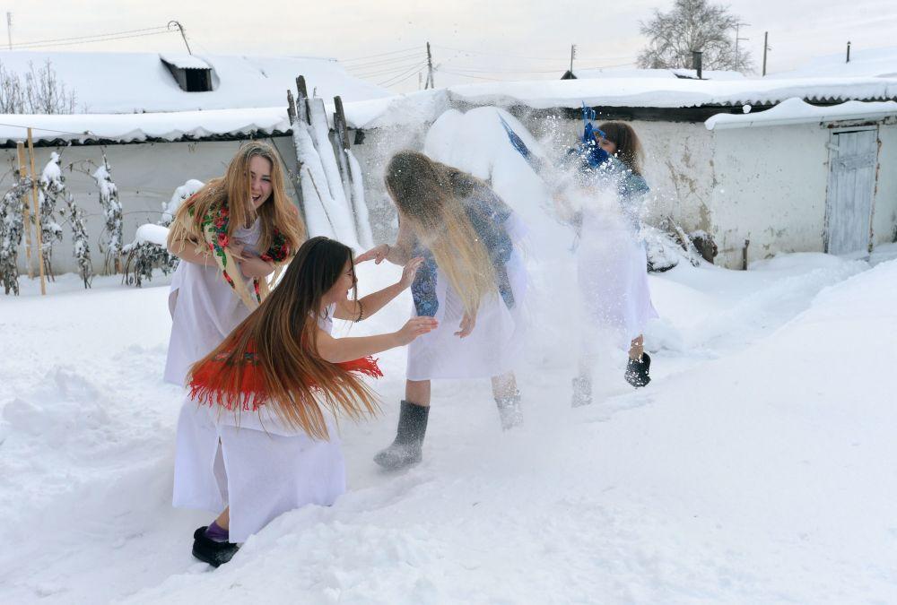 Meninas russas durante as festas natalinas