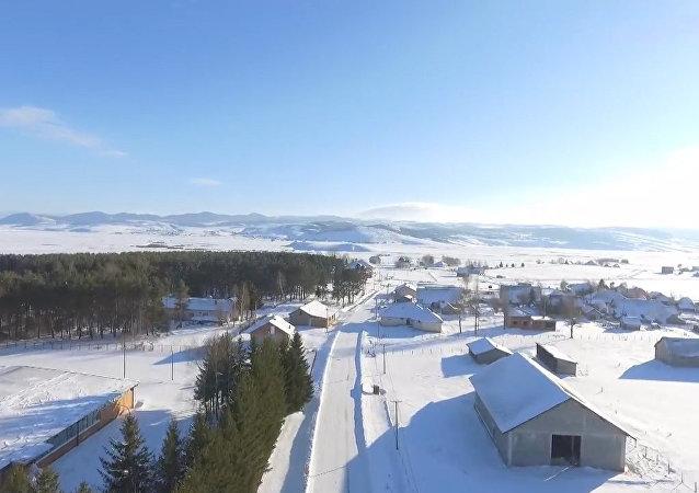 Drone mostra serenidade do inverno após nevoeiro