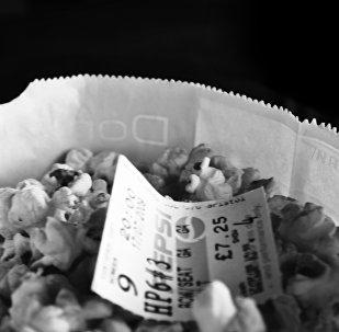 Pipoca e bilhete ao cinema