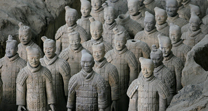 Esculturas do Exército de Terraccota exibidas no Museu do Exército de Terraccota popular de Xian, na província de Xangai (China)