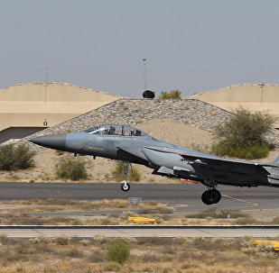 Caça saudita F-15 decola da base militar aérea de Khamis Mushayt, Arábia Saudita, 2015 (foto de arquivo)