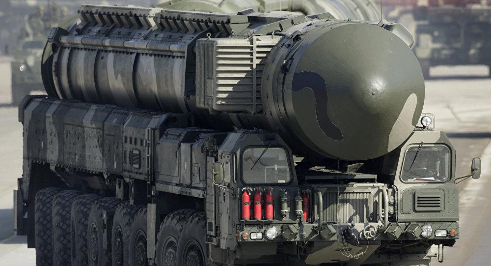 Sistema de lançamento de míssil balístico intercontinental Topol-M durante o ensaio para a parada militar no polígono de Alabino, região de Moscou, Rússia (foto de arquivo)