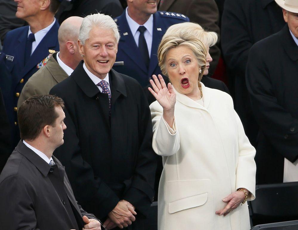Ex-presidente Bill Clinton com sua esposa e ex-secretária de Estado, Hillary Clinton