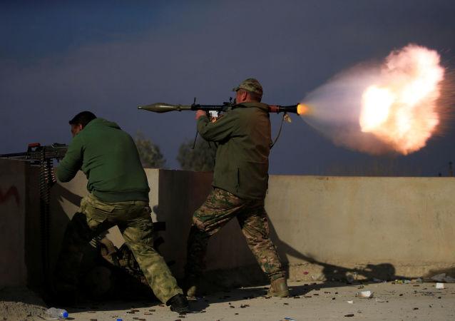 Militares iraquianos combatem extremistas em Mossul, Iraque