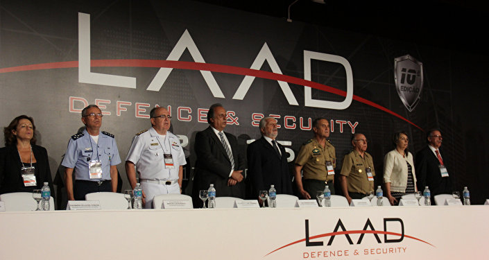 Ministro da Defesa, Jaques Wagner e o governador Luiz Fernando Pezão participam da abertura da LAAD Defence & Security