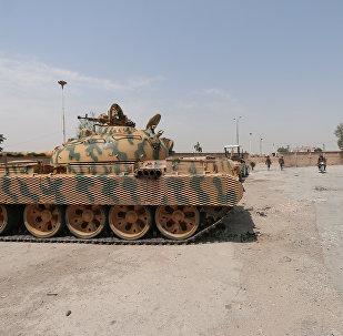 Combatente curdo das Unidades de Proteção Popular (YPG) em Al-Hasakah, norte da Síria