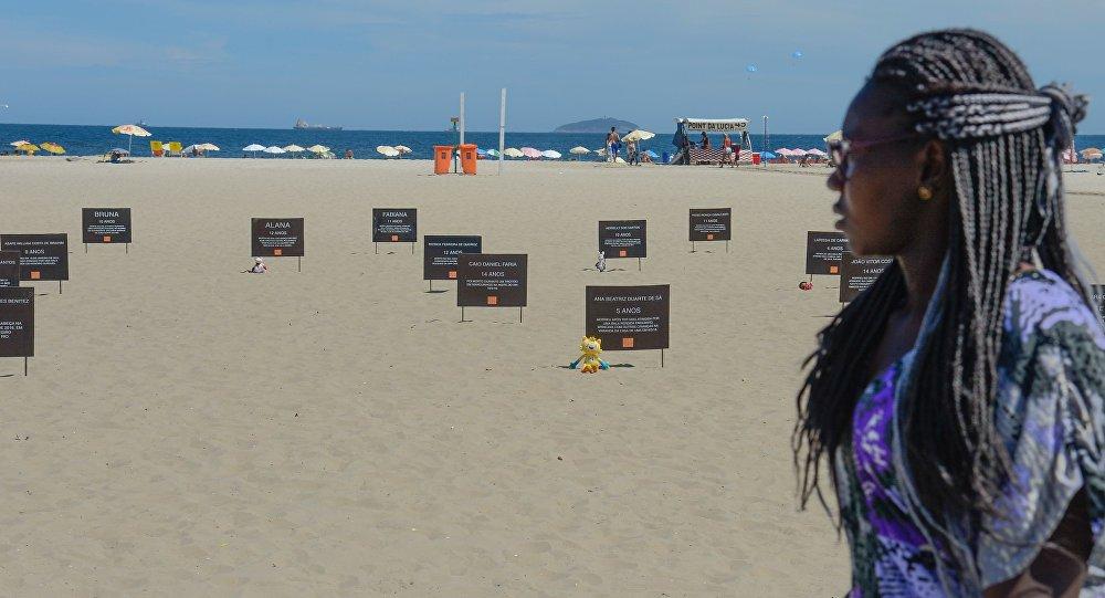 Manifestação em Copacabana de protesto contra a morte de crianças por balas perdidas