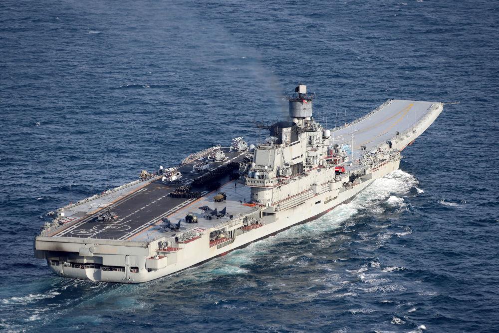 Marinha e Força Aérea britânicas escoltam porta-aviões russo Admiral Kuznetsov.