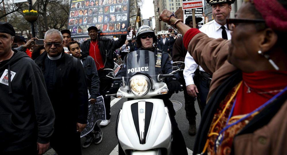 Polícia detém centenas de imigrantes ilegais