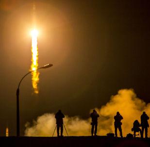Lançamento da nave espacial Soyuz TMA-16M no cosmódromo de Baikonur.