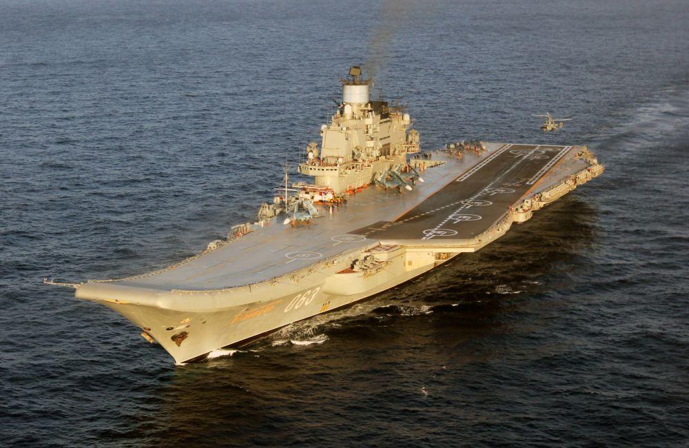 Porta-aviões russo Admiral Kuznetsov no Mediterrâneo