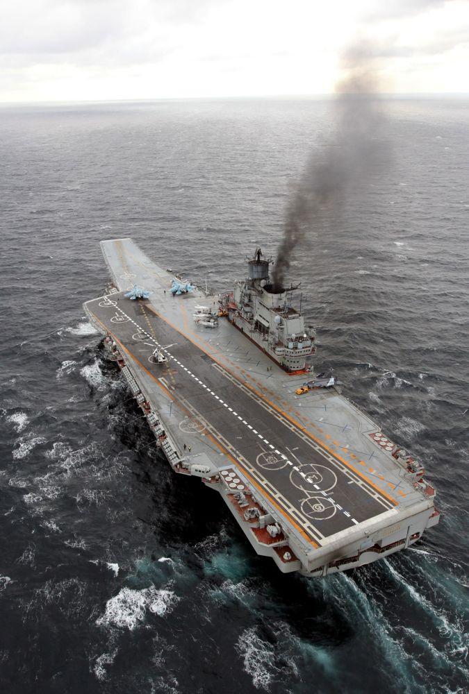 Porta-aviões Admiral Kuznetsov no Atlântico