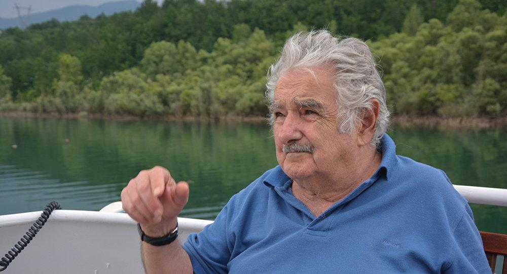 Ordem mundial 'pode se quebrar em pedaços' – José Mujica