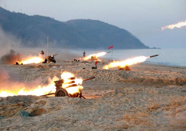 Lançamento de mísseis terra-terra norte-coreanos