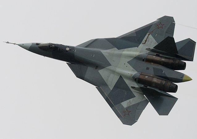 Caça T-50 durante uma fase nacional da competição internacional Aviadarts 2016