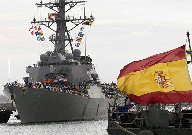 Destróier USS Donald Cook da OTAN chega à estação naval de Rota, na Espanha (em 11 de fevereiro de 2014)