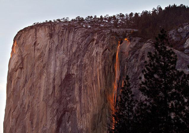 Cascata Horsetail Falls na Califórnia