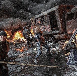Uma das imagens mais marcantes do Euromaidan, em finais de 2013