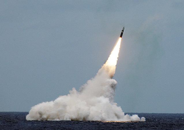 Lançamento de míssil Trident II (D5) a partir do submarino da classe Ohio USS Maryland