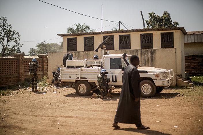 Soldados senegalenses da MINUSCA na República Centro-Africana em dezembro de 2015