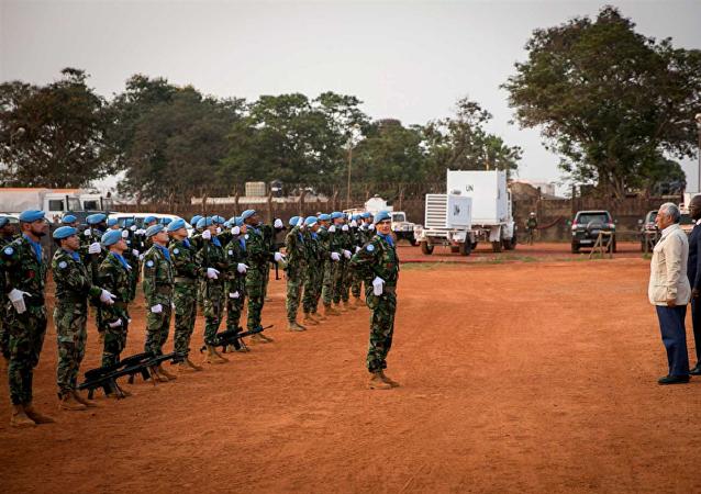 Premiê português, António Costa, visita militares portugueses em Bangui, na República Centro-Africana