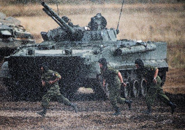 Tanque T-90S mostrado no âmbito do III Fórum internacional Tecnologias na Construção de Máquinas 2014 em Zhukovsky, região de Moscou (Rússia)