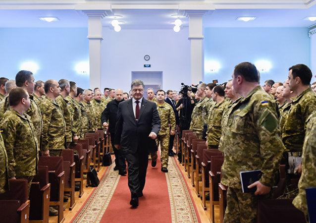 Presidente ucraniano, Pyotr Poroshenko, na reunião com os chefes do Estado-Maior da Ucrânia, 22 fevereiro de 2017