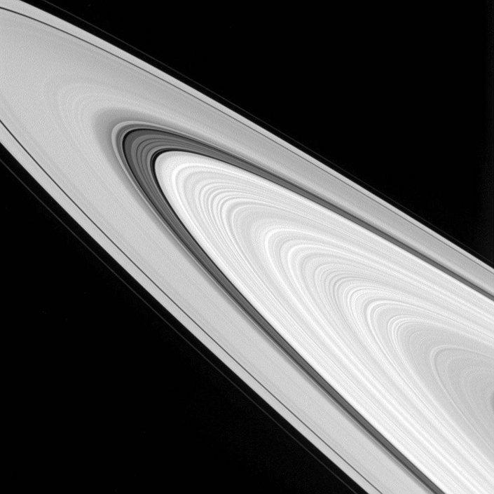 Foto dos anéis de Saturno feita pela sonda da NASA