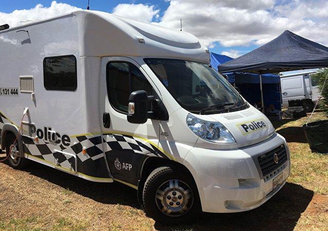 Polícia da Austrália durante detenção de suspeito desenvolvedor de armas para terroristas. Cidade de Young, região de Nova Gales do Sul.