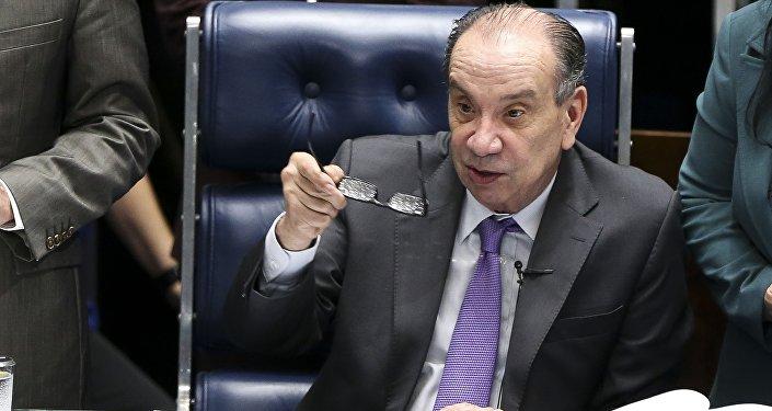 O senador Aloysio Nunes preside sessão extraordinária para votar medidas provisórias