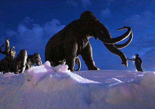 Grupo escultórico Mamutes perto de Khanty-Mansiysk, na Rússia