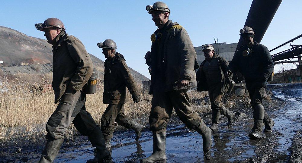 Operários de mina na cidade de Makeevka, Donbass