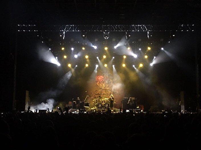 A banda Sepultura dando show em Moscou, em 7 de março de 2017