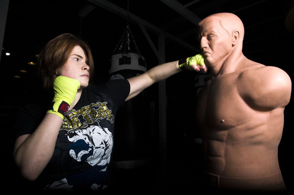 A pugilista Elena Sobol durante um treinamento