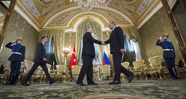 Vladimir Putin e Recep Tayyip Erdogan durante reunião bilateral em Moscou, 10 de março de 2017
