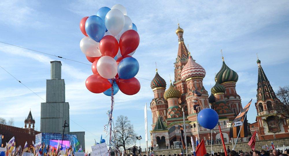 """Comício-concerto """"Somos juntos"""" em homenagem a reunificação da Crimeia com a Rússia decorre na praça Vasilevsky Spusk, junto ao Kremlin em Moscou"""