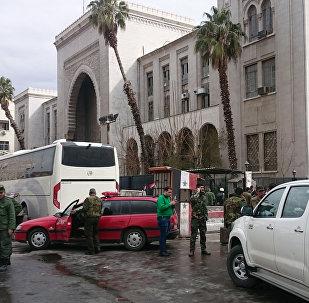 Segurança perto do Palácio de Justiça em Damasco, onde se explodiu homem-bomba do Daesh, 15 de março de 2017