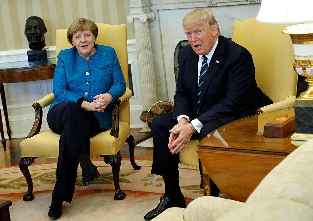 Reunião entre o presidente dos EUA, Donald Trump, e a chanceler alemã, Angela Merkel, em 17 de março de 2017.