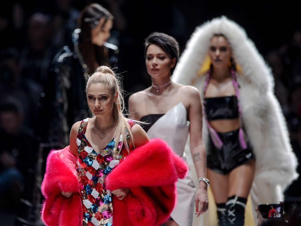 Atriz russa Natalyia Rudova durante a Mercedes-Benz Fashion Week em Moscou