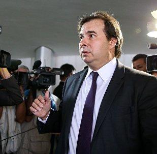 Brasília - O presidente da Câmara dos Deputados, Rodrigo Maia, fala à imprensa após chegar ao Congresso Nacional (Marcelo Camargo/Agência Brasil)