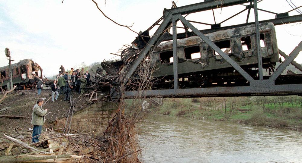 A ponte bombardeada em Grdelica, no sul da Sérvia em 1999