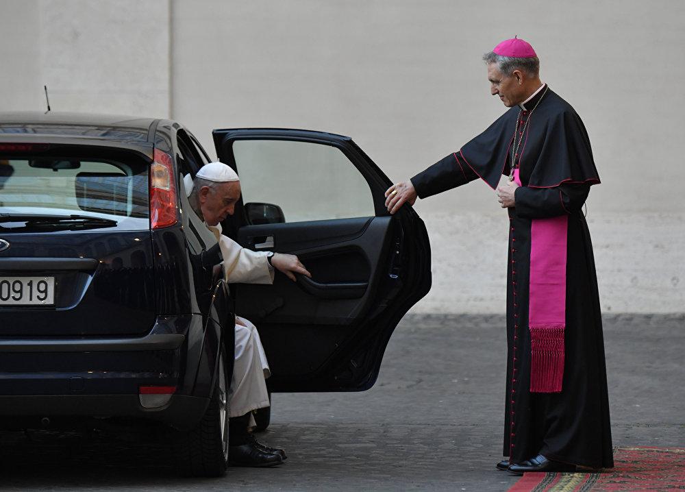 Papa Francisco chega para cerimônia com representantes da UE em comemoração aos 60 anos do Tratado de Roma