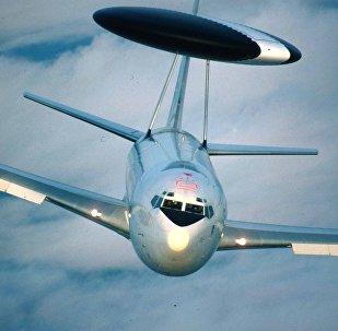 Avião de reconhecimento do tipo AWACS
