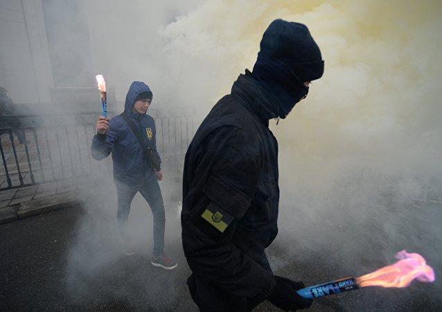 Radicais ucranianos durante protestos em Kiev, 22 de fevereiro, 2017