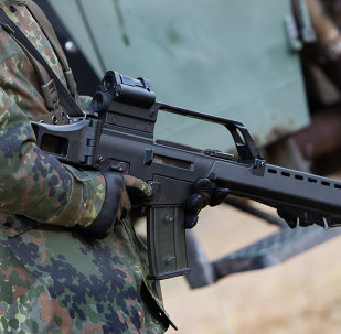 Soldado alemão com um fuzil de assalto Heckler & Koch G36 em um campo de treinamento militar perto de Weisskeissel, Alemanha (arquivo)