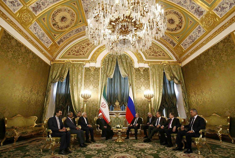 O presidente russo, Putin se reúne com presidente iraniano Rouhani no Kremlin em Moscou