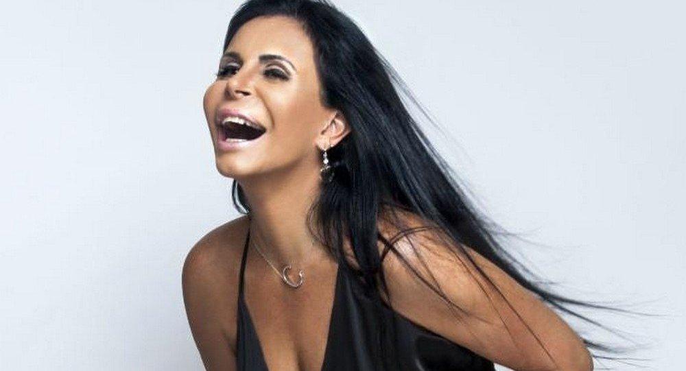 Gretchen não aprovou a montagem com Bolsonaro e vai processar o autor do perfil falso na internet