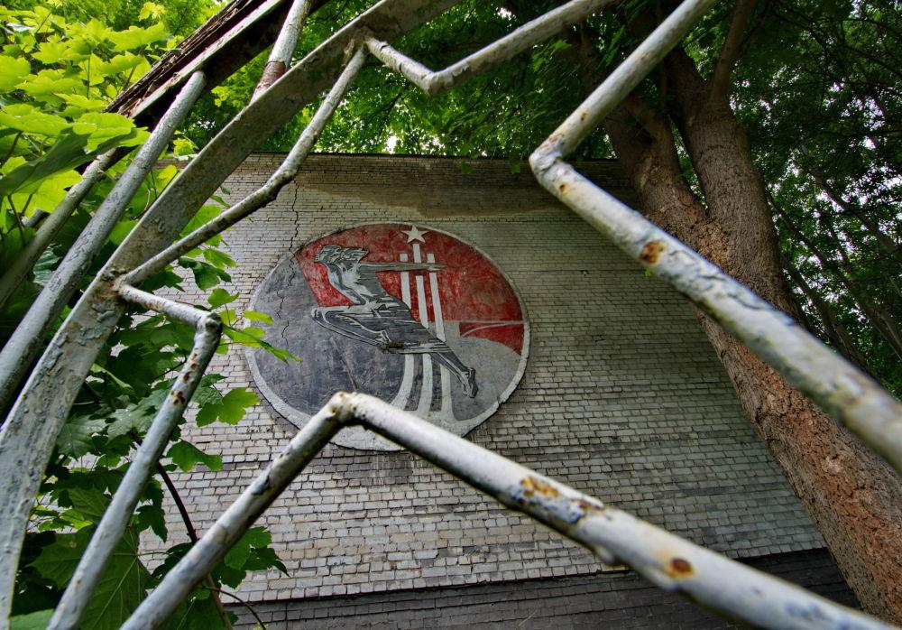 Cidade militar de Krampnitz. De 1945 a 1992 aí se localizava uma base militar do Exército Soviético. Em 1992, a cidade foi abandonada