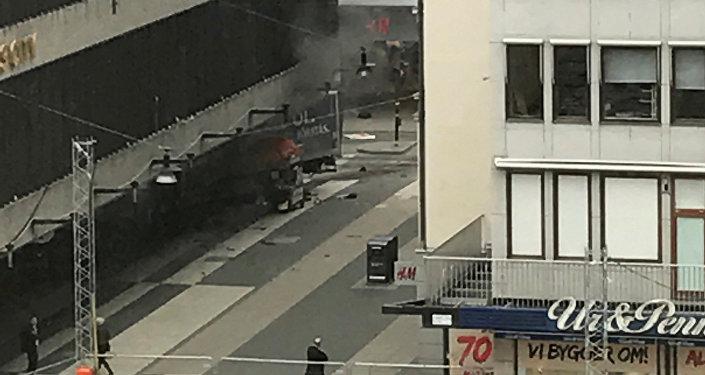 Caminhão atropela multidão em Estocolmo